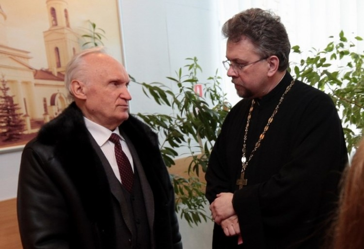 Алексей Ильич Осипов и священник Виктор Григоренко