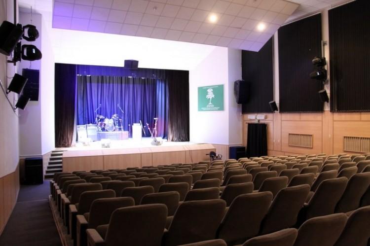 Киноконцертный зал. Вид от входа в зал