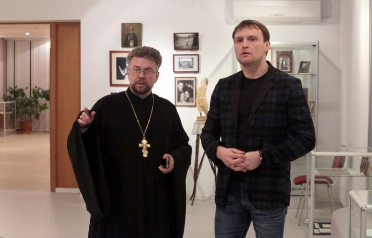 Священник Виктор Григоренко и Сергей Пахомов