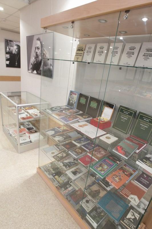 Выставка книг прот. Александра Меня
