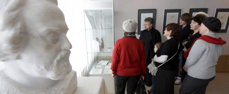 На выставке Протоиерей Александр Мень - художник