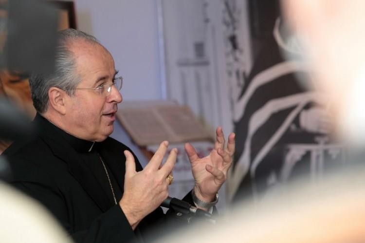 Апостольский нунций в РФ архиепископ Иоанн Юркович в центре Дубрава