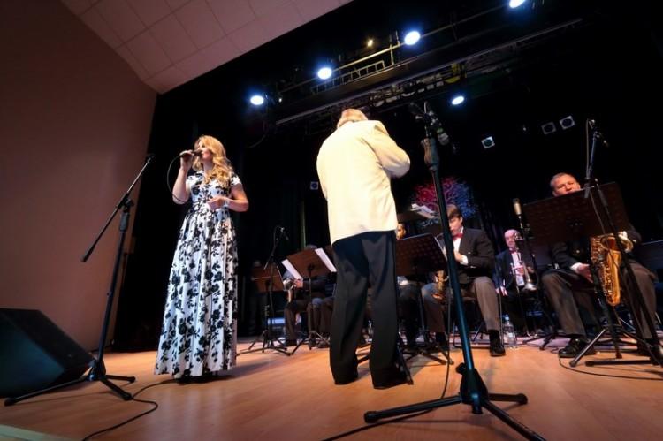 Светлана Артемьева и муниципальный оркестр