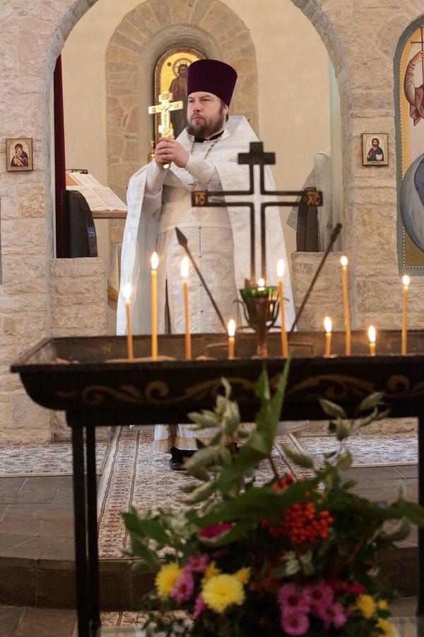 Священник Александр Колесников в Сергиевском храме