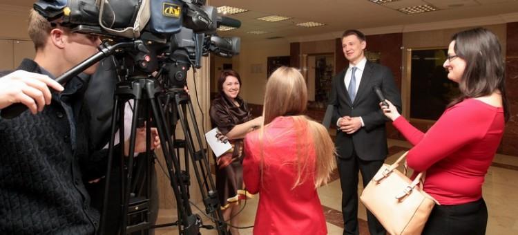 Александр Двойных дает интервью