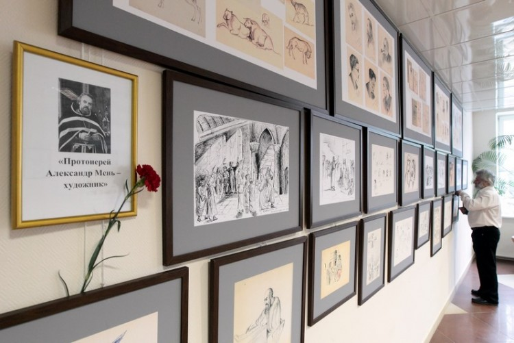 Выставка рисунков прот. А. Меня в Университете Дубны