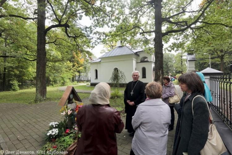 На месте убиения протоиерея Александра Меня