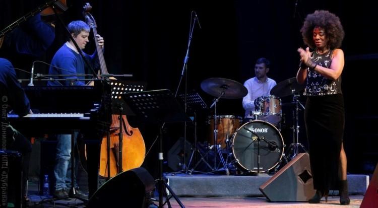 Концерт Ив Корнелиус