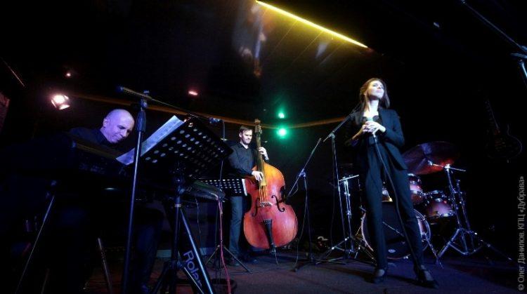 Концерт трио Джона Дэвиса